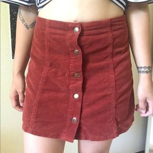 TOPSHOP MAROON BUTTON SUEDE SKIRT